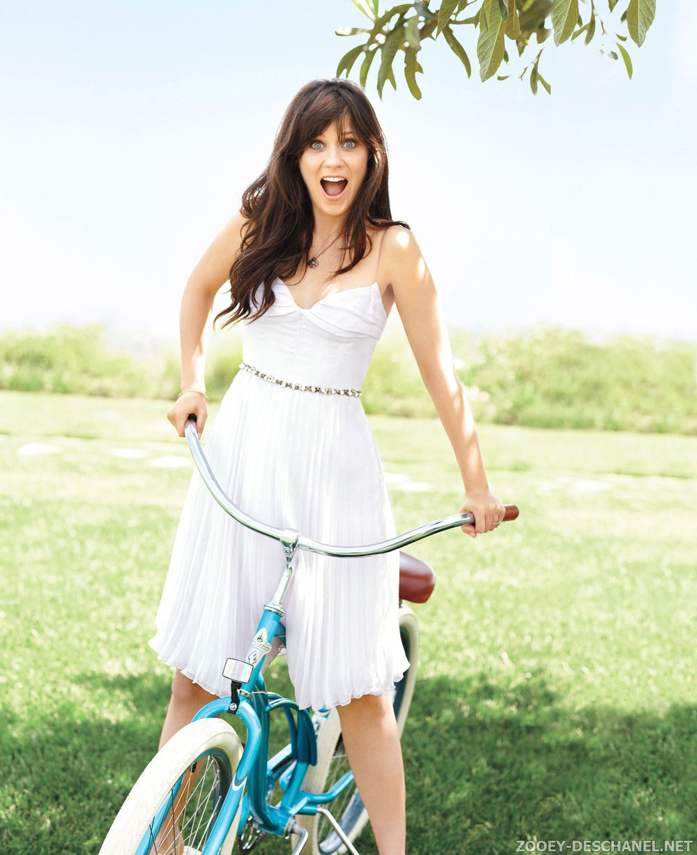 I want to be her  Zooey Deschanel Barefoot