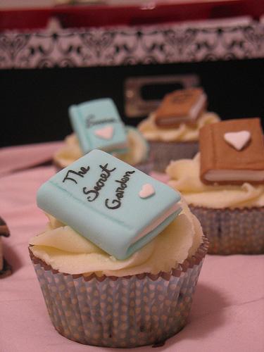 Book-Club-Cupcakes